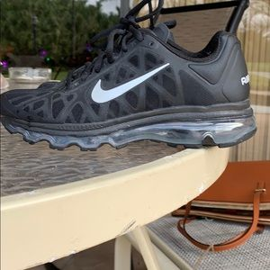NIKE airmax  zouks new, maybe worn once
